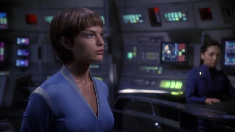 T'Pol no comando da Enterprise