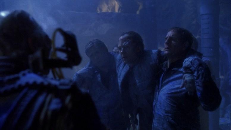 Archer, Trip e Xindi tentando fugir da mina