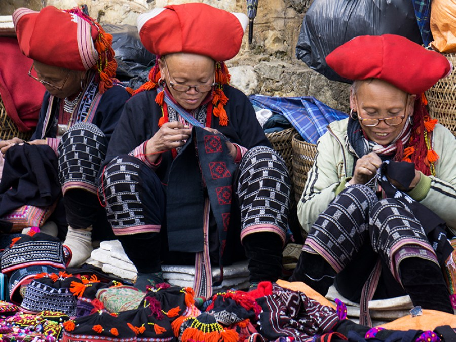 Red Dzao women in the market | Trekking Sapa Tours