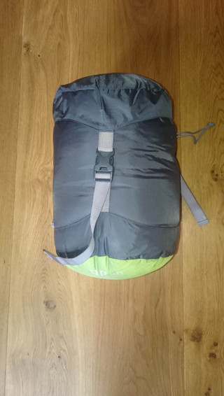 Sleeping bag: RAB Ascent 500 © Maud Devouassoux