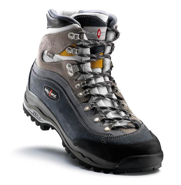 Test 21 Chaussures Tiges Hautes Au Banc Dessai