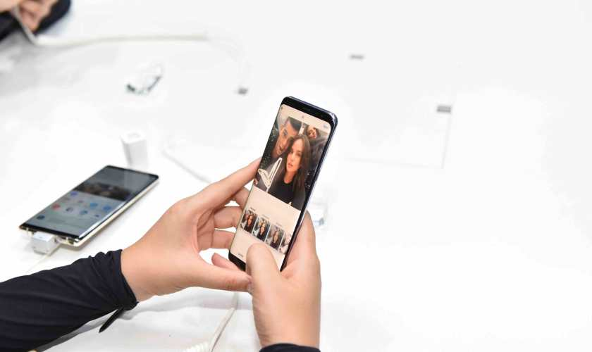 Georgina Wilson and Mond Gutierrez get creative with their selfie for Instagram with the Live Message feature of the new Samsung Galaxy Note8.