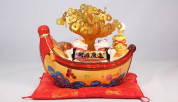 4 – GIFT PAVILION Money Tree Boat With Fortune Cats