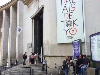 In het door terrorisme en slechte kunst geteisterde stadje aan de Seine