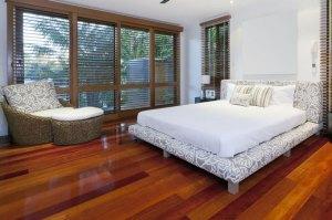 Panele podłogowe – czy wiesz, które sprawdzą się w twoim mieszkaniu?