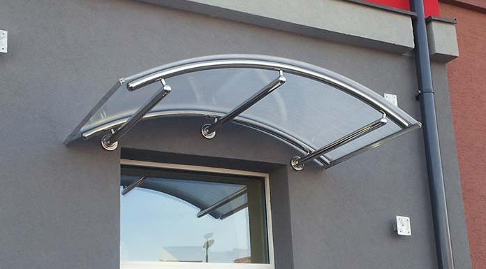 Daszek szklany nad drzwi wejściowe - doradzamy jaki wybrać