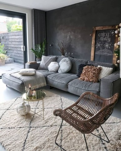 Best Living Room Ideas With Black Walls 27