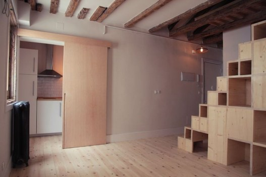 Contemporary Micro Apartment Organized With Boxes 02