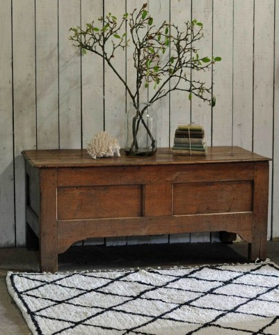 Ideas To Decorate Your House With Vintage Chests And Trunks 38