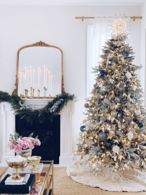 Adorable White Christmas Decoration Ideas 08