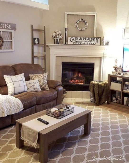 Comfy Winter Living Room Ideas With Fireplace 14