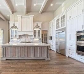 Cute Farmhouse Kitchen Remodel Ideas 23
