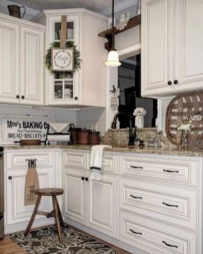 Cute Farmhouse Kitchen Remodel Ideas 44
