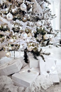 Extraordinary Christmas Tree Decor Ideas 53