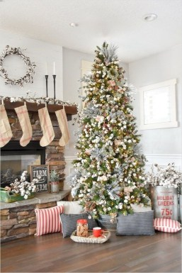 Fascinating Farmhouse Christmas Decor Ideas 26
