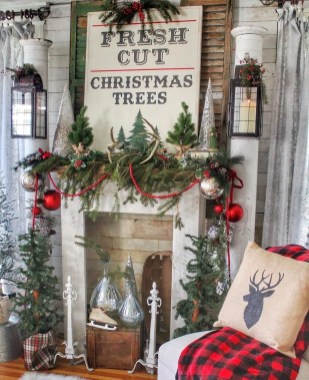 Fascinating Farmhouse Christmas Decor Ideas 32
