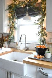 Gorgeous Christmas Apartment Decor Ideas 37