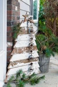 Inspiring Farmhouse Christmas Porch Decoration Ideas 02
