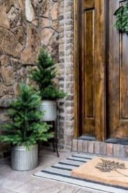 Inspiring Farmhouse Christmas Porch Decoration Ideas 13