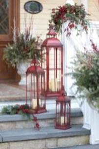 Inspiring Farmhouse Christmas Porch Decoration Ideas 20