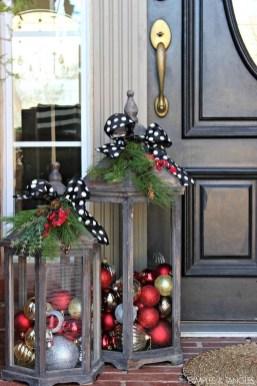 Inspiring Farmhouse Christmas Porch Decoration Ideas 36