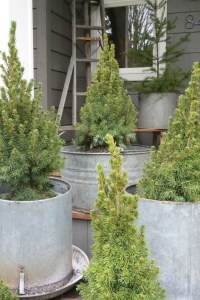 Inspiring Farmhouse Christmas Porch Decoration Ideas 37
