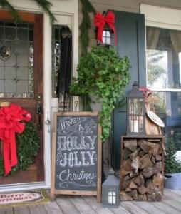 Inspiring Farmhouse Christmas Porch Decoration Ideas 38