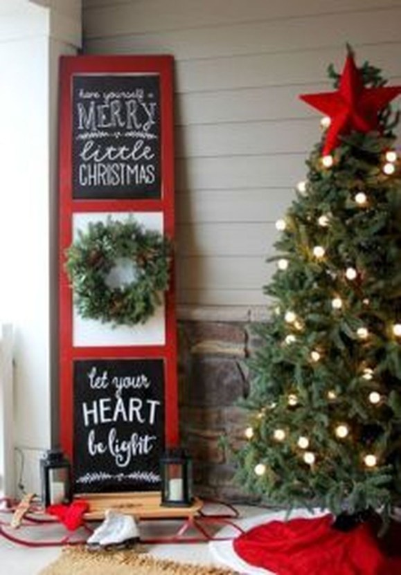 Inspiring Farmhouse Christmas Porch Decoration Ideas 51