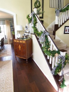 Lovely Red And Green Christmas Home Decor Ideas 02
