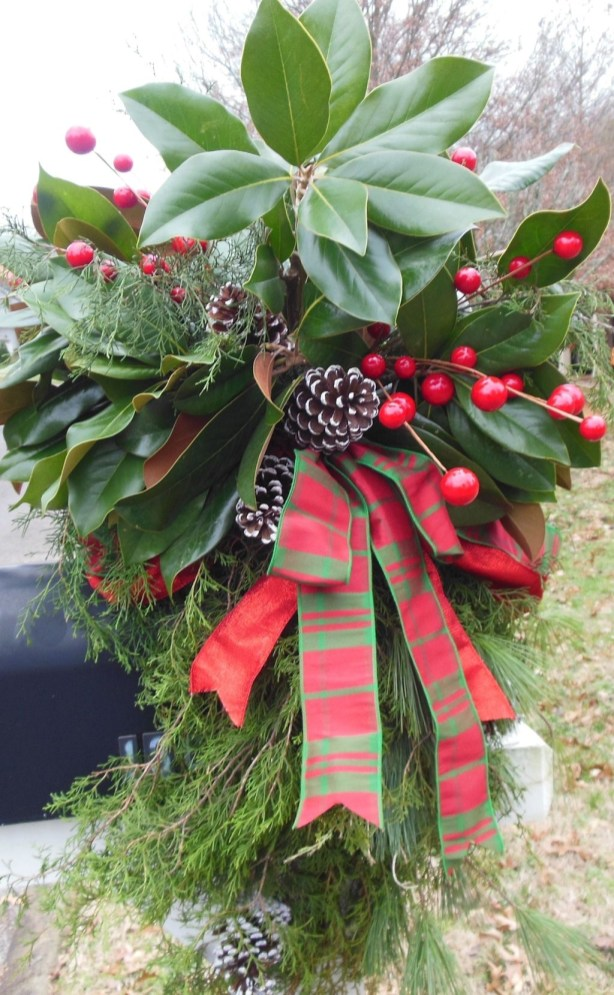 Lovely Red And Green Christmas Home Decor Ideas 19