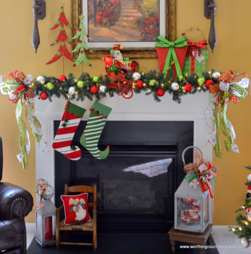 Lovely Red And Green Christmas Home Decor Ideas 21