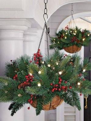 Perfect Christmas Front Porch Decor Ideas 51