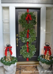 Perfect Christmas Front Porch Decor Ideas 55