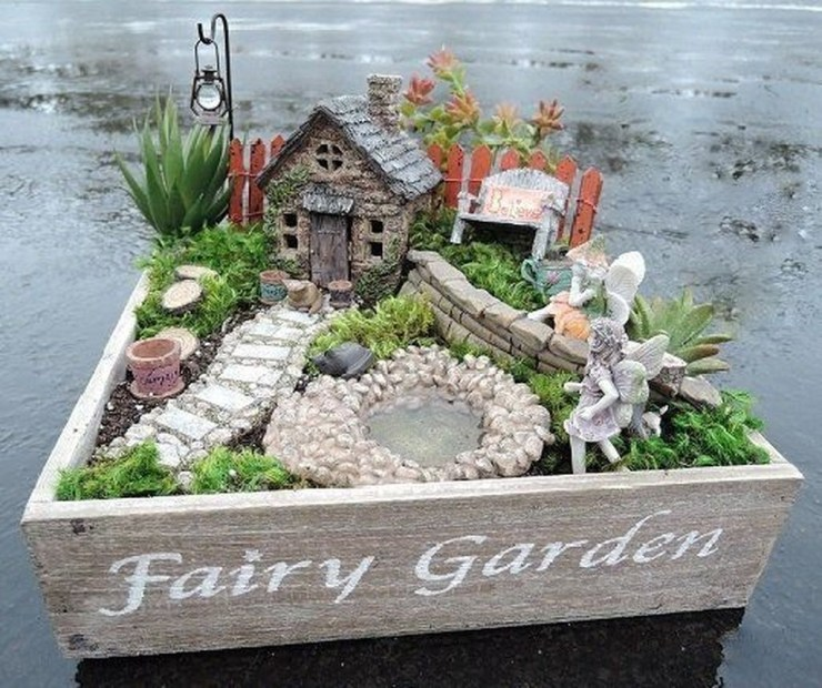 Pretty Diy Christmas Fairy Garden Ideas 19