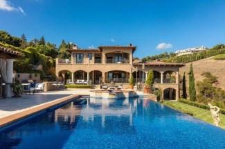 Perfect Mediteranean Swimming Pool Design Ideas 41