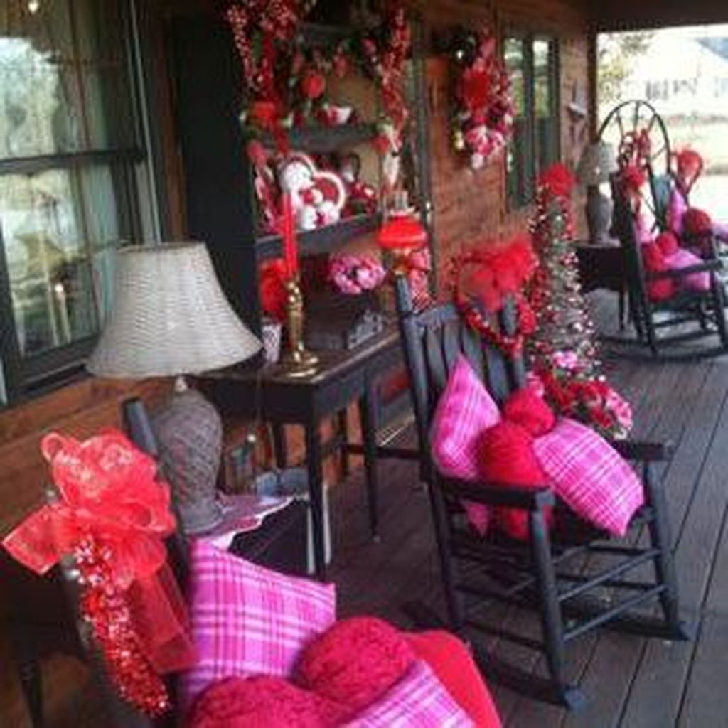 Stunning Red Home Decor Ideas For Valentines Day 11