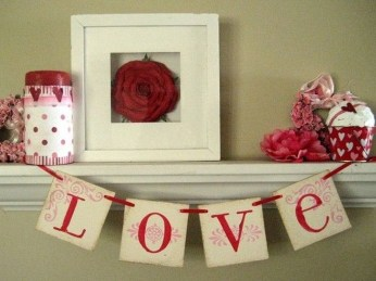 Unique Outdoor Valentine Decor Ideas 05