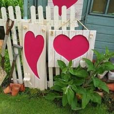 Unique Outdoor Valentine Decor Ideas 21