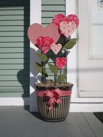Unique Outdoor Valentine Decor Ideas 50
