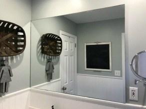Comfy Farmhouse Wooden Bathroom Design Ideas 20