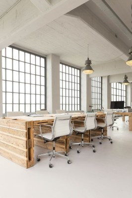 Magnificient Industrial Office Design Ideas 22