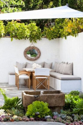 Stunning Small Patio Garden Decorating Ideas 17
