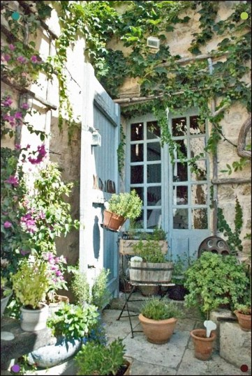 Stunning Small Patio Garden Decorating Ideas 51