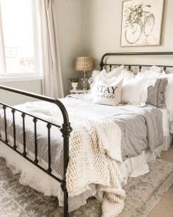 Elegant Farmhouse Decor Ideas For Bedroom 14