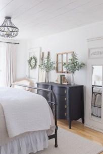 Elegant Farmhouse Decor Ideas For Bedroom 15