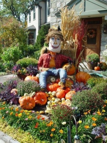 Incredible Autumn Decorating Ideas For Backyard 12