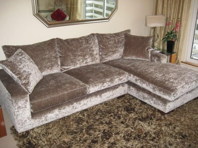 Popular Velvet Sofa Designs Ideas For Living Room 34