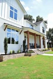Fabulous White Farmhouse Design Ideas 24