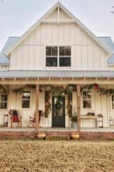 Fabulous White Farmhouse Design Ideas 31