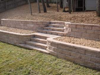 Gorgeous Front Yard Retaining Wall Ideas For Front House 48